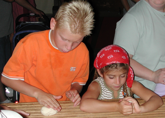 kids-making-pretzels